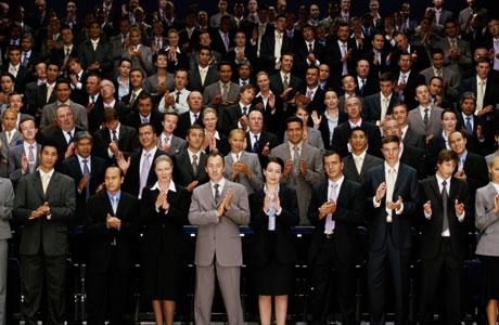 standing-ovation-0907-lg1